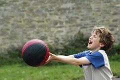 Muchacho que juega con la bola Imágenes de archivo libres de regalías