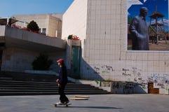 Muchacho que juega el monopatín en Novi Sad Foto de archivo