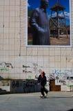 Muchacho que juega el monopatín en Novi Sad Imagenes de archivo
