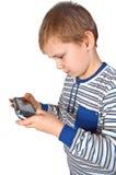 Muchacho que juega el psp Fotos de archivo libres de regalías