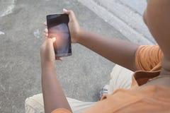 Muchacho que juega el teléfono Fotos de archivo libres de regalías