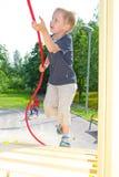 Muchacho que juega en el patio Fotografía de archivo