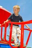 Muchacho que juega en el patio Imagen de archivo libre de regalías
