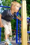 Muchacho que juega en el patio Fotos de archivo libres de regalías