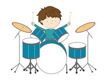 Muchacho que juega los tambores aislados en el fondo blanco libre illustration
