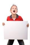 Muchacho que lleva a cabo una tarjeta blanca de la muestra Foto de archivo libre de regalías