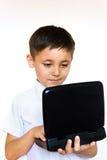 muchacho que mira entusiástico la computadora portátil Imagenes de archivo