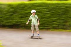 Muchacho que patina con velocidad Fotografía de archivo libre de regalías