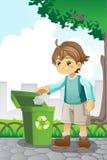 Muchacho que recicla el papel