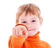 Muchacho que señala con el dedo contra Fotografía de archivo libre de regalías