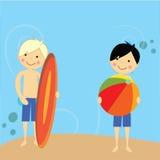 Muchacho que se divierte al lado de la playa Imágenes de archivo libres de regalías