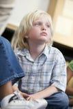 Muchacho que soña despierto en el jardín de la infancia Foto de archivo libre de regalías