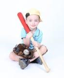 Muchacho que sostiene un palo con la bola y el guante Fotografía de archivo