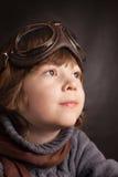 Muchacho que sueña al piloto de los vidrios Fotografía de archivo libre de regalías