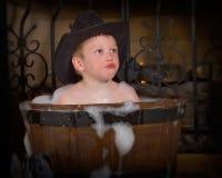 Muchacho que toma el baño de burbuja Imagen de archivo