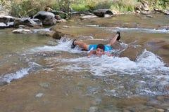 Muchacho que toma un baño en el río Imagen de archivo