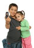 Muchacho que toma una foto con una célula Imagenes de archivo