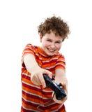 Muchacho que usa el regulador del juego video Fotografía de archivo
