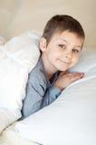 Muchacho que va a dormir Fotografía de archivo libre de regalías