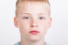 Muchacho serio con los ojos azules Imagen de archivo libre de regalías