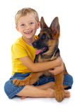 Muchacho sonriente con el perro Fotos de archivo libres de regalías