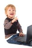 Muchacho sonriente con la computadora portátil Imágenes de archivo libres de regalías