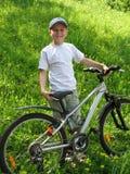 Muchacho sonriente en la bicicleta Fotografía de archivo libre de regalías