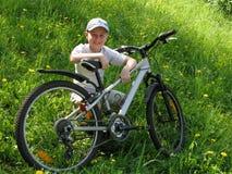 Muchacho sonriente en la bicicleta Imágenes de archivo libres de regalías