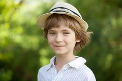 Muchacho sonriente en la camisa rayada Imagen de archivo