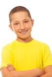 Muchacho sonriente feliz en camisa amarilla Imágenes de archivo libres de regalías