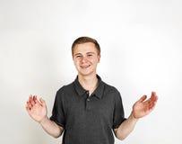 Muchacho sonriente lindo que presenta en estudio Foto de archivo libre de regalías