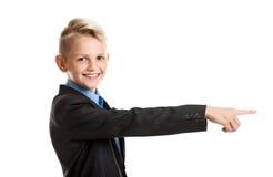 Muchacho sonriente que gesticula con el finger Fotos de archivo libres de regalías