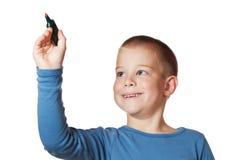 Muchacho sonriente que sostiene una etiqueta de plástico Fotos de archivo libres de regalías
