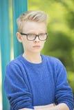 Muchacho sorprendido retrato del adolescente al aire libre Fotografía de archivo libre de regalías