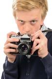 Muchacho sospechoso que fotografía a través de cámara retra Foto de archivo libre de regalías