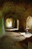 Muchacho valiente en túnel del castillo Foto de archivo libre de regalías