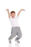 Muchacho, vestido en la camiseta blanca, bailando Imagen de archivo