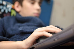 Muchacho y el ordenador personal Fotografía de archivo libre de regalías