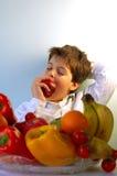 Muchacho y frutas Imagen de archivo