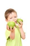 Muchacho y manzanas imagenes de archivo