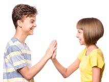 Muchacho y muchacha adolescentes de la amistad Fotografía de archivo libre de regalías