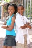 Muchacho y muchacha - amigos del adolescente Imagenes de archivo