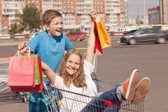 Compradores jovenes Fotos de archivo libres de regalías