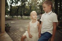muchacho y muchacha de la historia de amor imagen de archivo libre de regalías