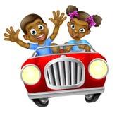 Muchacho y muchacha de la historieta que conducen el coche Fotografía de archivo libre de regalías