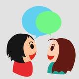 Muchacho y muchacha que hablan y que comparten una conversación significativa Foto de archivo libre de regalías
