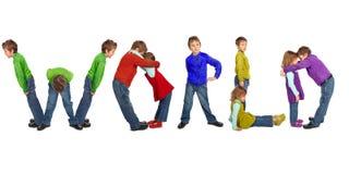 Muchacho y muchacha que hacen la palabra MUNDO, collage foto de archivo