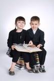 Muchacho y muchacha que hacen la preparación Foto de archivo