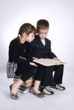 Muchacho y muchacha que hacen la preparación Foto de archivo libre de regalías
