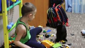 Metrajes Negro Del Y Juguetes Muchacho Playing Con Cat Los Niño qVUMzGSp